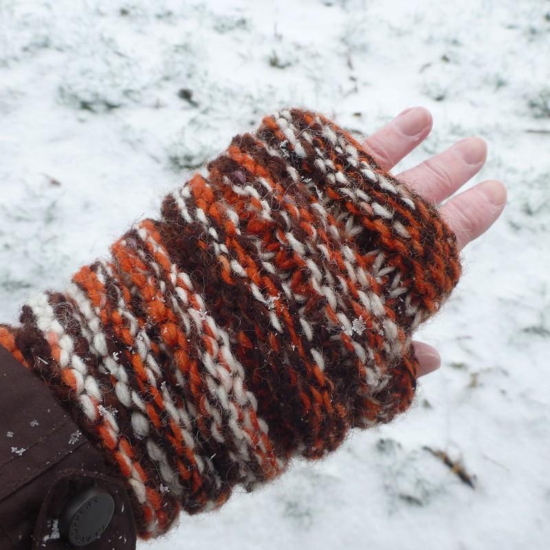 Image 2 from Karen of Sherpa - Women's Rimjhim Handwarmers 2 - Gloves